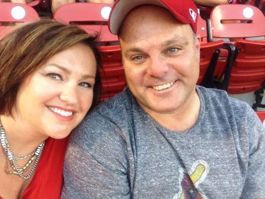 Vợ chồng Marty Gutzler và Kim Gutzler. Ảnh: STL Today