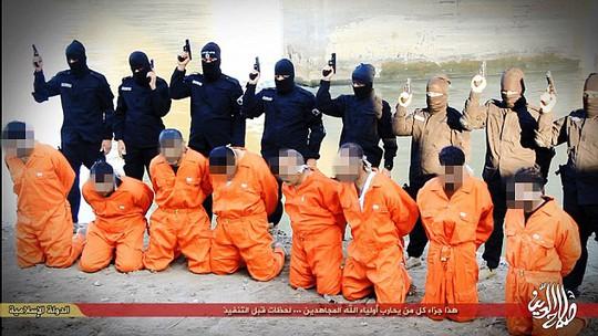 8 binh sĩ bị hành quyết ngay cạnh bờ sông... Ảnh: Daily Mail