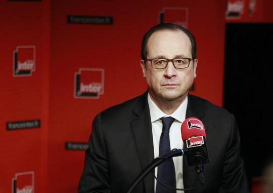 Tổng thống Pháp Francois Hollande phát biểu trên đài phát thanh France-Inter hôm 5-1. Ảnh: AP
