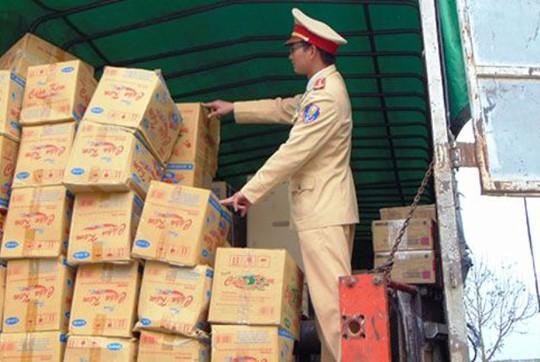 560 chai rượu whisky Lào bị bắt giữ