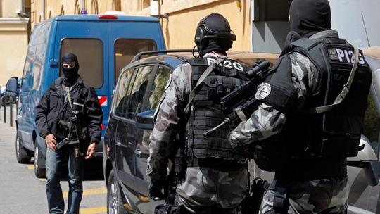 Cảnh sát Pháp vừa bắt 5 người Nga đến từ Cộng hòa tự trị Chechnya. Ảnh: Reuters