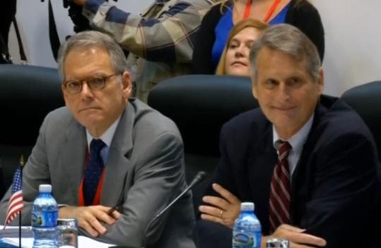 Phái đoàn Mỹ tham dự cuộc đàm phán hôm 21-1. Ảnh: Reuters