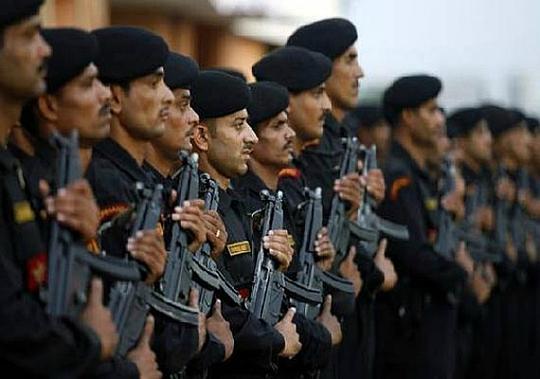 Hàng chục ngàn cảnh sát và quân đội Ấn Độ góp mặt trong một sự kiện quy mô lớn. Ảnh: India Times