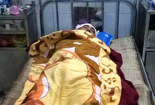 Tài xế Nguyễn Văn Tư bị chém trọng thương đang được điều trị tại Bệnh viện Đa khoa tỉnh Thanh Hóa