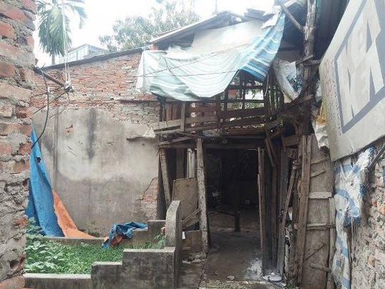 Ngôi nhà bị cháy là cơ sở sang chiết gas trái phép nằm trong khu nhà tạm
