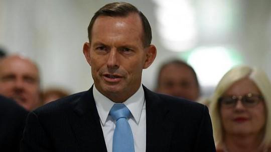 Thủ tướng Úc Tony Abbott tại tòa nhà quốc hội hôm 9-2. Ảnh: EPA