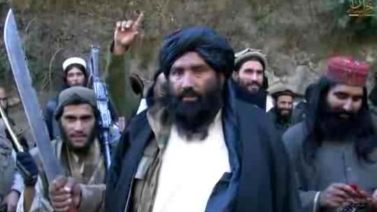 Mullah Abdul Rauf (giữa) bị quân đội Mỹ bắt năm 2001 và trải qua 6 năm ở nhà tù Vịnh Guantanamo. Ảnh: BBC