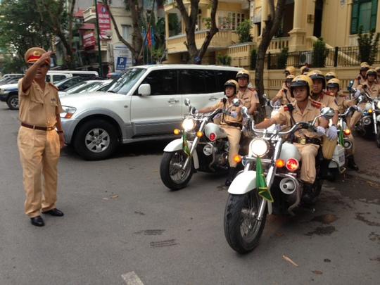 Cảnh sát giao thông ra quân làm nhiệm vụ