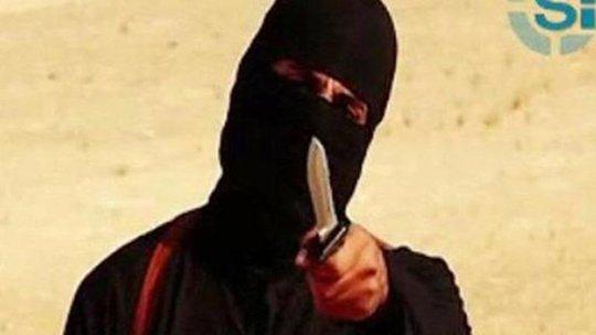 """""""John thánh chiến"""" xuất hiện trong một đoạn video chặt đầu con tin. Ảnh: Reuters"""
