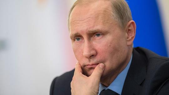 Tổng thống Putin ra lệnh cắt giảm 10 % lương nhân viên chính phủ. Ảnh: RIA Novosti