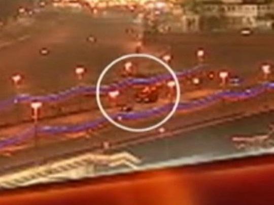 Hình ảnh do camera giám sát của TV Center thu được, vùng khoanh tròn là hiện trường vụ án mạng. Ảnh: TV Center