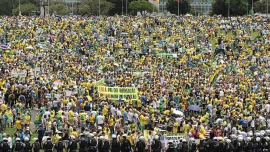 Người biểu tình tụ tập ở thủ đô Brasilia. Ảnh: Reuters