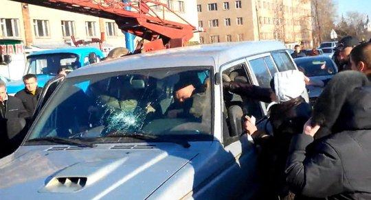 Đám đông biểu tình ở TP Kostiantynivka. Ảnh: Sputnik News