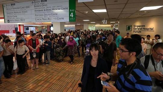 Người dân Singapore nín thở trước tình trạng sức khòe của ông Lý Quang Diệu. Ảnh: Straits Times