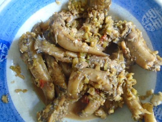 Cá bống trứng kho nước cốt dừa ăn với cơm gạo mới là ngon hết ý