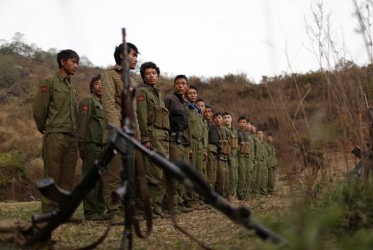 Thành viên MNDAA tập trung tại khu vực Kokang, Myanmar hôm 11-3. Ảnh: Reuters