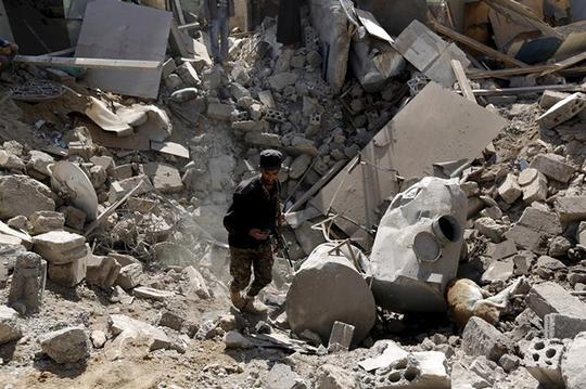 Cảnh đổ nát ỡ Aden sau các cuộc không kích của liên minh Ả Rập. Ảnh: HRW