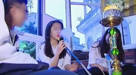 Hình ảnh trong phóng sự học sinh hút Shisha