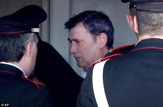 Claudio Giardiello (giữa), giết chết 4 người tại tòa án hôm 9-4. Ảnh: AP