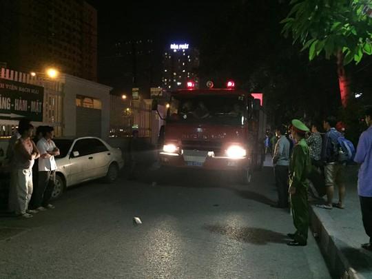 3 xe chữa cháy được điều đến hiện trường để dập lửa