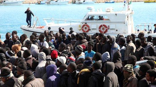 Ý đang phải đối mặt với cuộc khủng hoảng dân di cư trên biển Địa Trung Hải. Ảnh: AAP