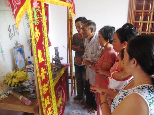 Gia đình đau buồn trước cái chết của anh Điền