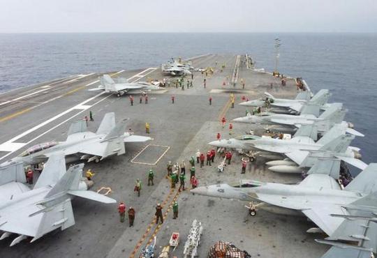 Máy bay FA-18 Hornet của Hải quân Mỹ tập trận trên biển. Ảnh: Reuters