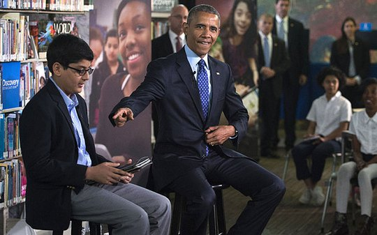 Cậu bé Osman Yahya ngồi cạnh Tổng thống Obama hôm 30-4. Ảnh: Telegraph