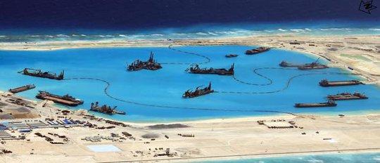 Trung Quốc đã mở rộng các rạn san hô chiếm đóng từ vài nghìn mét vuông lên 11 héc-ta. Ảnh: Reuters