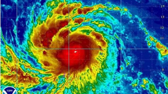 Cơn bão Noul cách thị trấn Borongan của tỉnh Đông Samar khoảng 480 km về phía Đông Bắc. Ảnh: EPA
