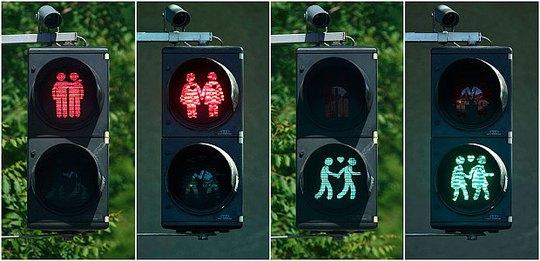 Cột đèn giao thông mới ở Áo. Ảnh: Reuters