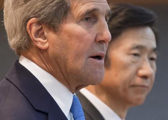 Ngoại trưởng Mỹ John Kerry họp báo với người đồng cấp Hàn Quốc Yun Byung-se ở Seoul hôm 18-5. Ảnh: Reuters