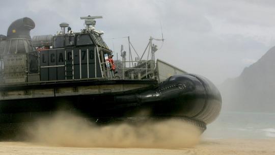 Một tàu đệm khí của Hải quân Mỹ tham gia tập trận đổ bộ ở Oahu, Hawaii hôm 19-5. Ảnh: AP