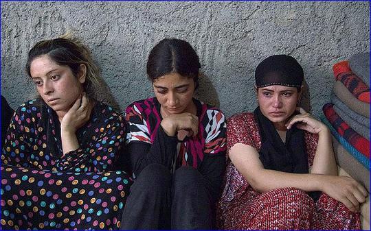 Nhiều cô gái Yazidi bị IS bắt làm nô lệ tình dục. Ảnh: REX