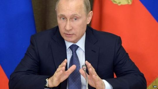 Tổng thống Nga Vladimir Putin hôm 23-5 ký luật chống tổ chức phi chính phủ nước ngoài gây rối. Ảnh: AP