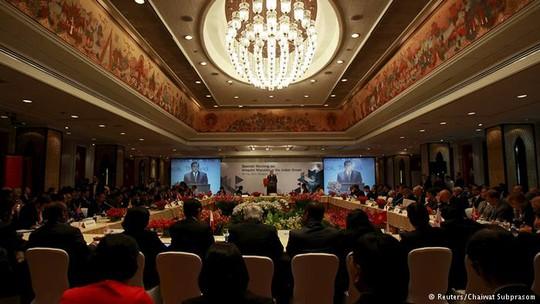 Đại biểu từ 17 chính phủ cùng với các tổ chức quốc tế gặp nhau ở Thái Lan hôm 29-5. Ảnh: Reuters
