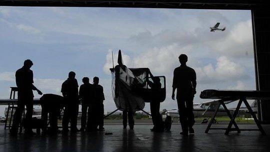 Hàng chục bị phi công Ấn Độ bị nghi sử dụng tài liệu giả mạo để lấy được giấy chứng nhận bay. Ảnh: Bloomberg