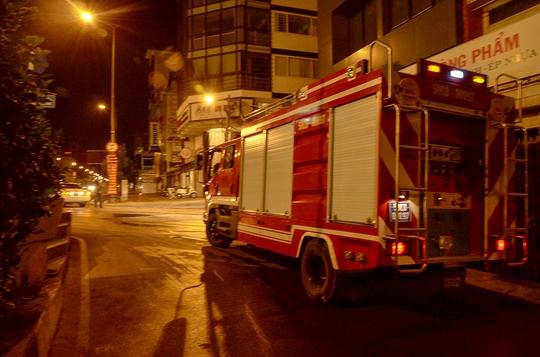 3 xe chữa cháy được điều động đến hiện trường để dập tắt đám cháy.