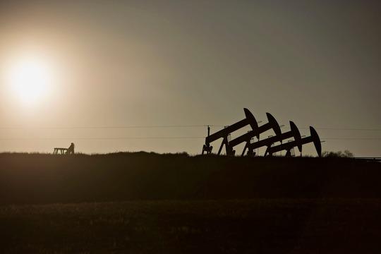Một giếng dầu bên ngoài TP Williston, bang Bắc Dakota - Mỹ. Ảnh: Bloomberg