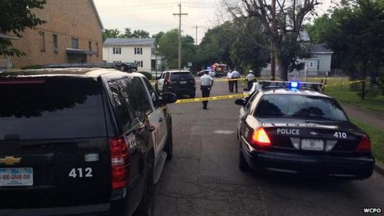 Cảnh sát có mặt tại nhà cậu bé 3 tuổi chết vì nghịch súng. Ảnh: WCPO