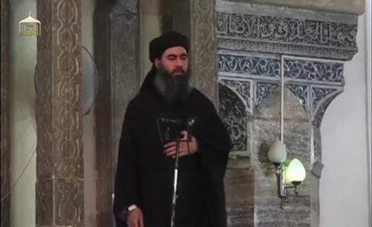Abu Bakr al-Baghdadi diễn thuyết tại TP Mosul - Iraq trong đoạn video đăng ngày 5-7-2014. Ảnh: Reuters