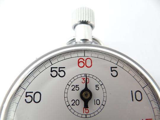 Với 5 phút mỗi ngày, cuộc sống vợ chồng sẽ không làm bạn cảm thấy nhàm chán. Ảnh: Huffington Post
