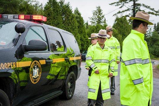 1.300 nhân viên an ninh tìm kiếm Sweat hôm 28-6. Ảnh: The New York Times