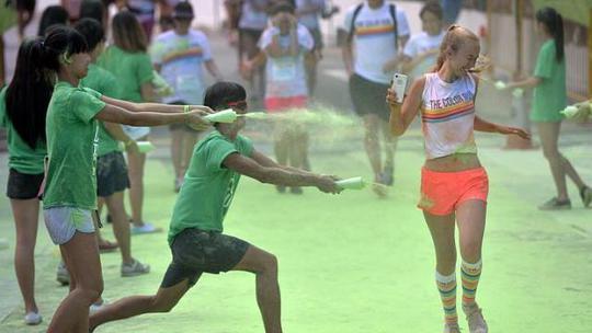 Một lễ hội màu sắc ở Singapore. Ảnh: Straits Times