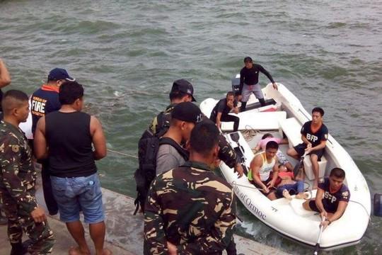 Lực lượng cứu hộ nỗ lực cứu người sống sót. Ảnh: PHILIPPINE DAILY INQUIRER