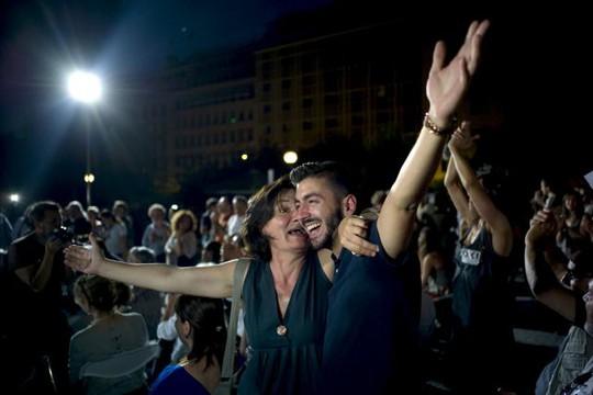 Hậu trưng cầu dân ý: Người Hy Lạp vui trước lo sau. Ảnh: Reuters