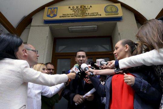 Thủ tướng Romania Victor Ponta trả lời báo chí hồi tháng 6. Ảnh: Reuters