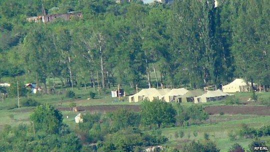 Ngôi làng Kveshi, nơi quân đội Nga từng cắm cột mốc biên giới giữa Georgia và Nam Ossetia, sau đó hạ xuống. Ảnh: RFERL