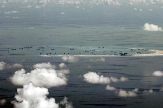 Ảnh chụp Trung Quốc đang cải tạo đá Vành Khăn trong quần đảo Trường Sa của Việt Nam. Ảnh: Reuters