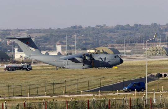 một máy bay của Không quân Thổ Nhĩ Kỳ đáp xuống căn cứ Incirlik hôm 24-7. Ảnh: Reuters